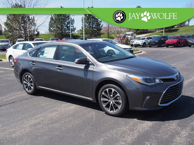 new 2017 toyota avalon xle premium 4d sedan in kansas city t170737 jay wolfe toyota. Black Bedroom Furniture Sets. Home Design Ideas