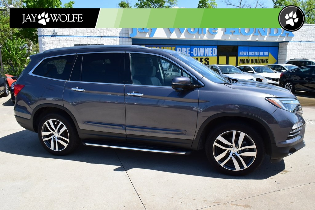 Honda Kansas City >> Pre Owned 2018 Honda Pilot Touring 4d Sport Utility Awd