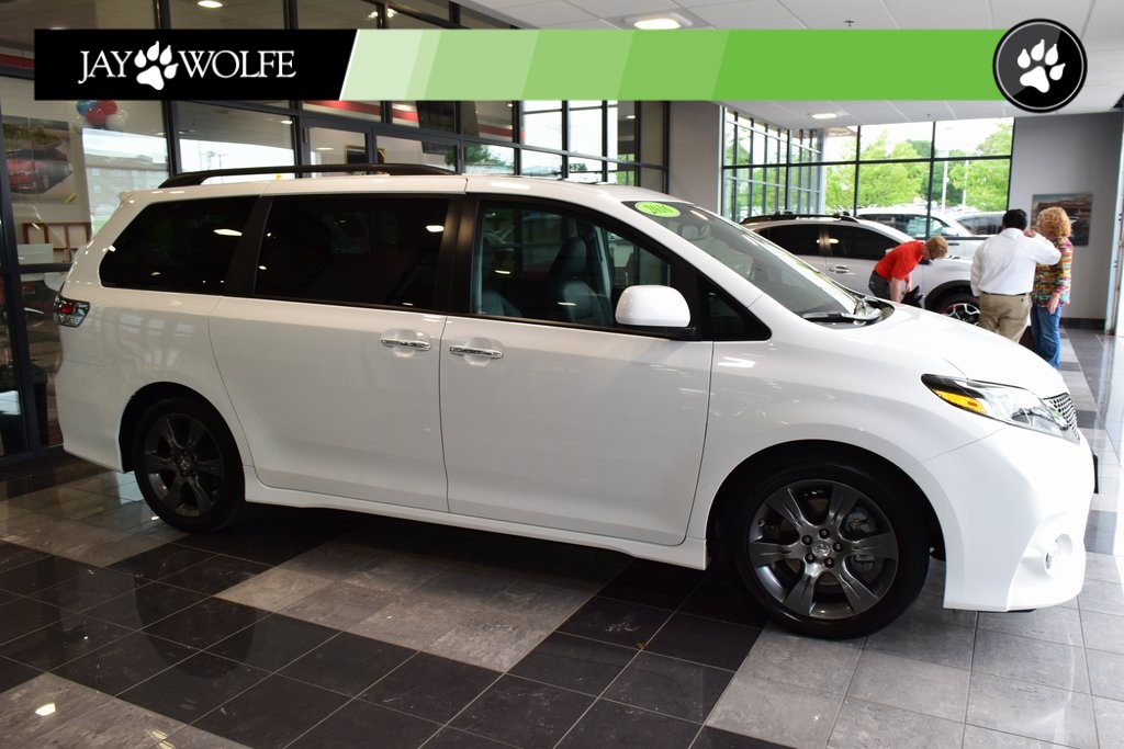 Certified Pre-Owned 2016 Toyota Sienna SE Premium